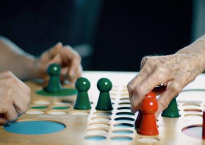 Gesellschaftspiele zwischen Bewohnern und Pflegern werden gerne in Anspruch genommen
