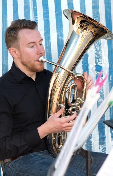 """Sommerfest 2016 Leander und die Tuba - """"Holzlos glücklich"""""""
