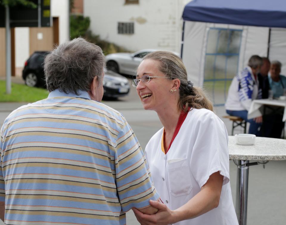 Sommerfest 2016 Herzliche Gespräche vor den Zelten
