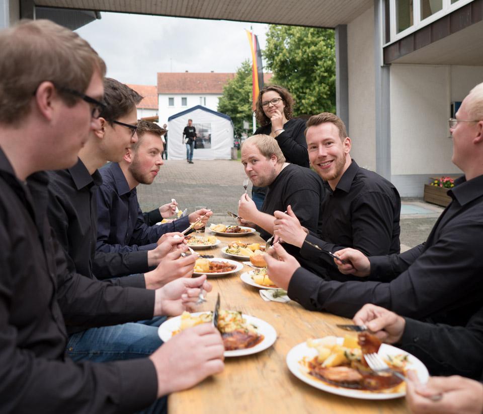 Sommerfest 2016 Zünftiges Mittagessen