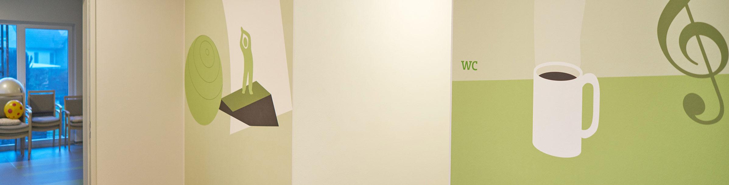 thematische Wandgrafiken helfen bei der Orientierung