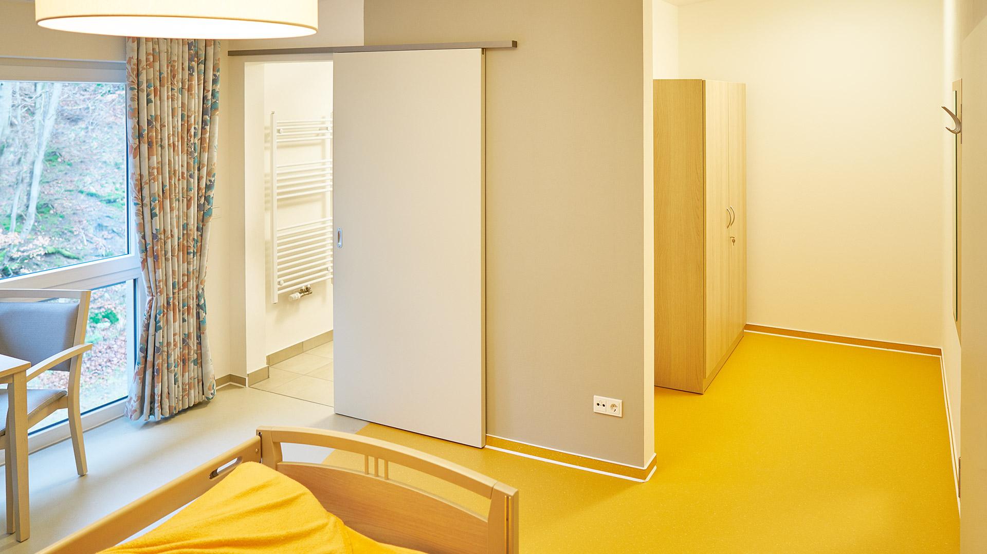Zimmersanitär und Stauraum